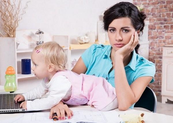 Почему современной женщине трудно сидеть в декрете: 3 основные причины